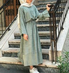 Pin by Hager Ahmed on fashion in 2019 Arab Fashion, Muslim Fashion, Modest Fashion, Fashion Dresses, Muslim Dress, Hijab Dress, Hijab Outfit, Modest Outfits, Casual Dresses