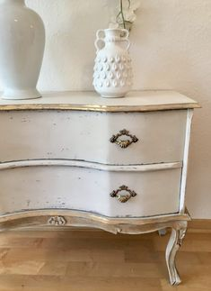 Commode remake in antiqued white finish with gold leaf highlights. A refinish that brings a totally different look and creates a statement piece for your house Gold Painted Furniture, Chalk Paint Furniture, White Furniture, Upcycled Furniture, Furniture Projects, Furniture Makeover, Diy Furniture, Furniture Design, Modern Furniture