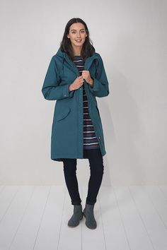 We've taken elements from two of our bestselling coats - the Plant Hunter and the Compass Coat - and combined them to create a versatile, stylish hybrid. Our Encompass Coat falls to mid-thigh and is made from a beautifully soft, cotton-rich fabric. Inside, the top half of the coat is lined with cosy fleece fabric, while the bottom half is quilted. The self-fabric cuffs are adjustable, can easily be turned back. Tried and tested on Cornish clifftops, it's waterproof, windpr...