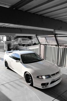 Not one to make a fuss over rice, but if i ever sold my soul, this is what I'd want.. nissan skyline gtr r33.