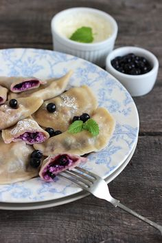 Dumplings with cottage cheese and berries Cottage Cheese, Dumplings, Main Meals, Just Desserts, The Best, Berries, Childhood, Polish, Pasta