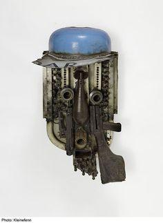 Le garçon de Brooklyn, 2011 - 87 x 46 x 38 cm - Fer, armes de la guerre civile (Mozambique) recyclées