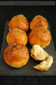 Light Brioche Buns are ready to be eaten in 1.5 hours from start to finish. With less fat than regular brioche, but same rich taste. Perfect for burgers or sandwiches.