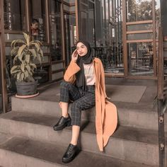 new ideas style hijab casual pants 7 Modern Hijab Fashion, Street Hijab Fashion, Hijab Fashion Inspiration, Muslim Fashion, Modest Fashion, Retro Fashion, Fashion Outfits, Style Inspiration, Fasion