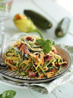 Pour changer de la recette classique des pâtes sauce carbonara, remplacer les pâtes par des légumes ! Découvrez cette recette de pasta originale
