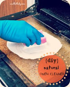 Here is a simple way to clean your oven naturally without chemicals! #DIY #cleaning #oven #appliances