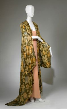 Bergdorf Goodman (American, est. 1899), Robe, ca. 1929. Printed gold silk lamé.Gift of the Estate of Mrs. Edith Stuyvesant Vanderbilt Gerry 59.031.2. RISD Museum, Providence, RI.