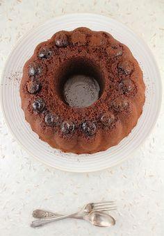 La recette du jeudi : Gâteau au chocolat épicé aux griottes © Jamie Schler – Life's a Feast