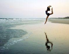 danseuse sur la plage
