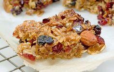 Cranberry Muesli Bars : nice simple recipe using muesli Recipe Using Muesli, Muesli Bars, Why Vegan, Cranberry Recipes, Breakfast On The Go, Vegan Baking, Healthy Treats, Just Desserts, Ale