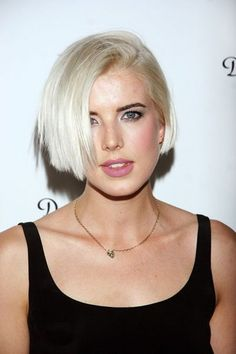 They said/We said: Agyness Deyn confesses to lying about her age when she started modeling Short Bob Hairstyles, Pixie Hairstyles, Pixie Haircut, Hair Inspo, Hair Inspiration, Agyness Deyn, Medium Hair Styles, Short Hair Styles, Brown Hair With Highlights