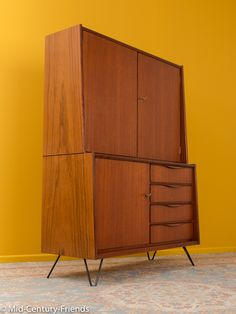 marvelous cabinet from the 1960s. Mid-Century-Friends offers a wide range of refurbished vintage furniture in Düsseldorf/Germany.
