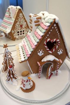 Such a lovely gingerbread house! Homemade Christmas Gifts, Christmas Desserts, Christmas Treats, Christmas Baking, Christmas Cookies, Christmas Time, Holiday, Gingerbread House Parties, Gingerbread Village