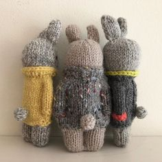 🐰🐰🐰Throwback Thursday🐰🐰🐰 I made these bunnies last spring and . Knitted Bunnies, Knitted Animals, Knitted Dolls, Crochet Dolls, Loom Knitting Projects, Knitting Patterns, Knitted Doll Patterns, Ideas Geniales, Waldorf Dolls