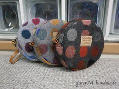 今回作るのはこちら 直径12cm、マチ3cmくらいのまぁるいポーチです。 作り方の写真はクリックで拡大表示可能です。  ※縫代は1cmで説明してい... Japanese Patterns, Japanese Fabric, Sew Wallet, Clutch Pattern, Coin Bag, Bag Patterns To Sew, Quilted Bag, Love Sewing, Handmade Crafts
