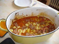 Cuisine, recette de mémé du Ginestet, Ardèche, porc, lardon, pomme de terre, tomate, oignon, laurier, Herbe de Provence, vin, *,