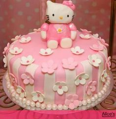 ♥ Hello Kitty Cake