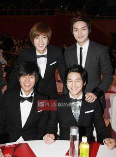 Lee minho y sus compañeros del dorama  Boys Over Flowers ( kim Bum, Kim Hyun Joong , Kim Joon)