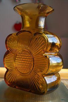Tamara Aladin | AMULETTI | Finland Glass Design, Design Art, Clay Vase, Art Of Glass, Red Jasper, Amber Glass, Scandinavian Design, Pottery Art, Aladdin