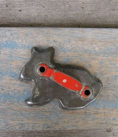 Vintage red handle bunny rabbit cookie cutter by QuietRainz Vintage Baking, Vintage Kitchen, Small Breakfast Nooks, Metal Cookie Cutters, Vintage Cookies, Easter Treats, Spring Recipes, How To Make Cookies, Kitchen Items