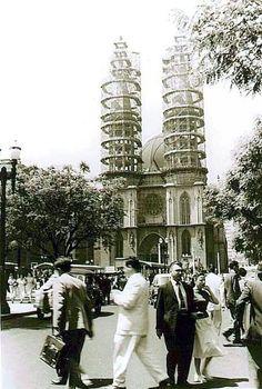 Início anos 50 - Construção das torres da catedral da Sé.