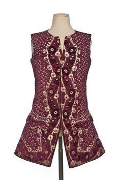 Waistcoat, France 1730-1740. Burgundy cut, uncut and voided velvet (ciselé) in…