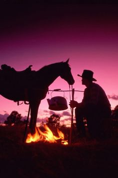 Cowboy and horse silhouette (from My Fotolog) Cowboy Horse, Cowboy Art, Cowboy And Cowgirl, Cowboy Poetry, Gaucho, Western Art, Western Style, Western Quotes, Western Photo