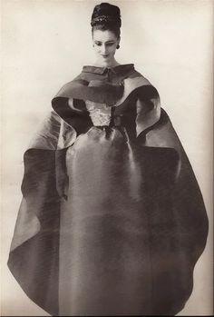 Balenciaga 1961  amazing design - very Jackie Oish