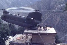 Afghanistan War - A CH-47D, lands on the roof of a house in Afghanistan to pick up suspects during Operation Mountain Resolve, approximately November 2003. Military Helicopter, Military Aircraft, Seal Team 6, Photo Avion, Chinook Helicopters, Military Humor, Military Service, Military Pictures, Jets