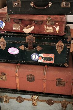 Vintage trunks - something about history and distressed leather <3