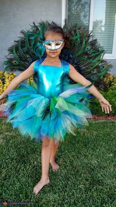 Peacock - Halloween Costume Contest at Costume- Ashley: This is my daughter Zia wearing a Peacock costume I made for her. I ordered the mask and unitard online. To make the back piece I started with a hand. Girls Peacock Costume, Peacock Halloween Costume, Bird Costume, Halloween Costume Contest, Halloween Kostüm, Halloween Costumes For Kids, Peacock Fancy Dress, Costume Ideas, Best Couples Costumes