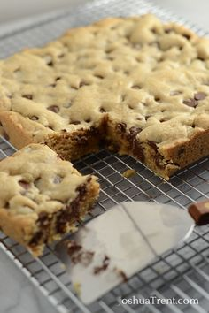 These easy to make Blondie Brownies are a great dessert by themselves or great served warm with vanilla ice cream! Mix ingredients in the order of chocolate chip cookies, chill for 30 mins, preheat oven to 350 and bake for 20 mins approx. Brownie Recipes, Cookie Recipes, Dessert Recipes, Brownie Pan, Great Desserts, Delicious Desserts, Yummy Food, Churros, Fudge