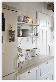 Vintage Kitchen, Sweet Home, Kitchen Cabinets, Cottage Interiors, Home Decor, Vintage Cooking, Kitchen Cupboards, Homemade Home Decor, House Beautiful