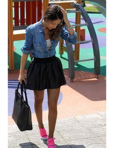 Comment rester élégante et féminine en baskets ? Le guide complet sur le blog mode Soyons élégantes vous donne les clés pour bien porter les baskets.