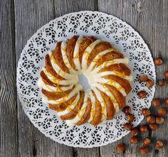 - HasselNötkaka  - Om man rostar hasselnötterna blir det extra god smak - Hazelnut Cake