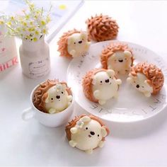 """Extremely happy that my design cocoa steam buns turned out so cute! I don't bear to eat them. Even their """"spikes"""" are so…Hedgehog cocoa steamed buns by Little Miss Bento Official (Creative pastry desserts, can give a fresh feeling to the plain lif Dessert Kawaii, Cute Baking, Steamed Buns, Cute Desserts, Delicious Desserts, Japanese Sweets, Aesthetic Food, Food Humor, Cute Cakes"""