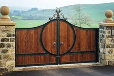 Deciding a gate design for small house often gets perplexing. Get some beautiful simple gate design ideas that would make your house look gracious. Wood Fence Design, Steel Gate Design, Main Gate Design, Wrought Iron Gate Designs, Wrought Iron Gates, Front Gates, Entrance Gates, Simple Gate Designs, Iron Gates Driveway