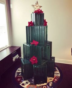 cat proof crate christmas tree Source by Cat Christmas Tree, Christmas Bags, White Christmas, Christmas Time, Christmas Wreaths, Christmas Crafts, Christmas Decorations, Christmas Ideas, Christmas Window Display