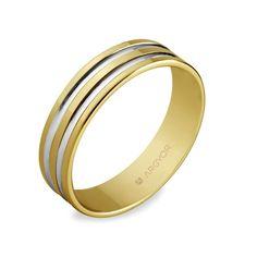Alianza de boda de oro amarillo (bicolor) (reerencia 5150210R). El tono blanco apreciable en sus dos bandas interiores es debido a un baño de rodio. La cara interior de este anillo es cómoda gracias a su acabado redondeado 'CONFORT' (no discernible en la foto).