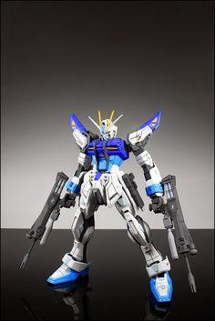 MG 1/100 Strike E Gundam Lukas Use + IWSP Custom Build  by Suny Buny   Great color scheme!