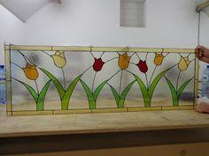Glasatelier Inge: Tiffany voorzetraam met tulpen.