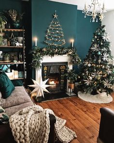How To Use Dark Green in Your Living Room — Melanie Jade Design Christmas Wall Decor, Christmas Home, Living Room Green, Christmas Living Rooms, Green Walls Living Room, Dark Green Living Room, Green Living, Driving Home For Christmas, Christmas Decorations Living Room