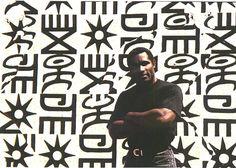Owusu-Ankomah ante uno de sus cuadros, en 1997. Foto cortesía del autor.