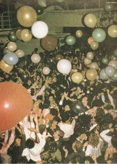 Balloons on the dancefloor ~ Studio 54 Studio 54, Young Wild Free, Wild And Free, Le Palace, It's All Happening, Festa Party, Party Party, House Party, Gatsby Party