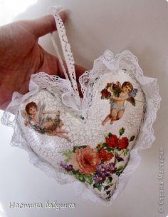 Поделка изделие Декупаж Шитьё Сердце в подарок Краска Кружево Салфетки Ткань