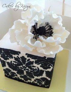 Sharon Wee class – Gumpaste anemone | NyrakGreen Cakes tutorial