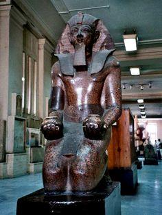 Colossus of Tutmosis III – Red granite. New Kingdom Cairo Egyptian Museum