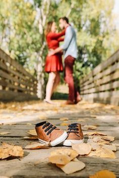 Mutterschaft Foto Couple maternity Herbst Mutterschaft Foto Couple maternity Maternity Photography Belle photo de couple Best Pregnancy photoshoot ideas - Fall Maternity Photo Session in Cochrane Ranche Winter Lotus Photography Osaze Akil S.