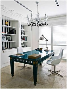 Such a weighty home office, with a feeling of lightness and openness