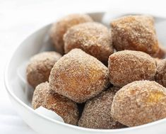 Deep-fried dough is covered in a cinnamon and sugar mixture in this easy to make and even easier to eat Easy Donut Bites recipe. Donut Bites Recipe, Easy Donut Recipe, Donut Recipes, Fudge Recipes, Bread Recipes, Sugar Biscuits Recipe, Refrigerated Biscuit Recipes, Fried Dough Recipes, Biscuit Donuts